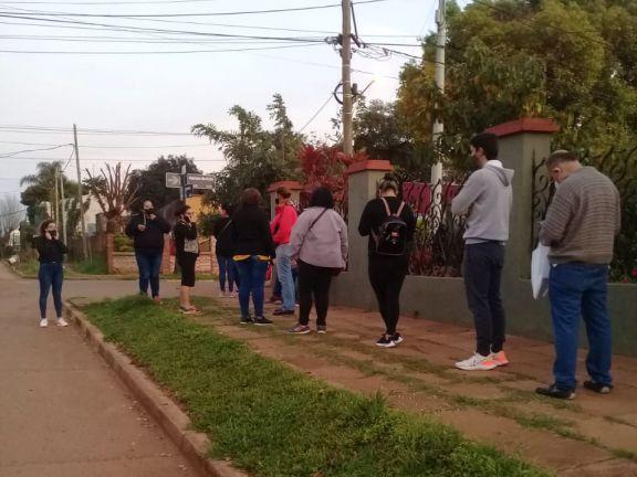 Santo Tomé: malestar en la entrega de números para vacunar a menores de entre 12 y 17 años