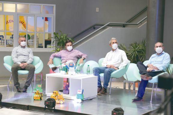 Arce, Rovira, Fernández y Stelatto destacaron los avances logrados desde la Escuela de Robótica.  Foto: Natalia guerrero