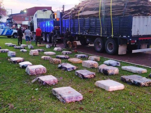 Garuhapé: detectaron 2.3 toneladas de marihuana transportada entre tirantes de madera