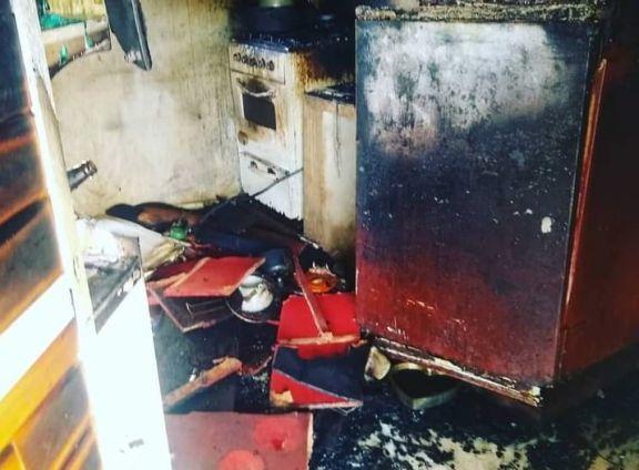 Madre e hijos quedaron con lo puesto tras un incendio y piden donaciones