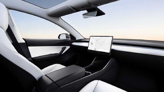 Tesla busca lanzar al mercado un automóvil 100% autónomo