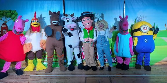 Zenón llega a Posadas con los animales de su granja