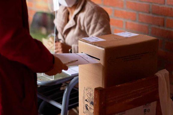 Unos 34 millones de argentinos eligen candidatos en las Paso