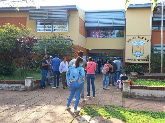 Un importante caudal de electores sufragó por la mañana en algunos municipios de la zona Sur