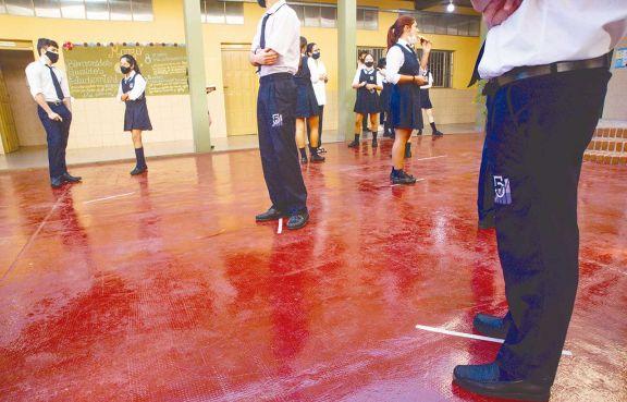 Las escuelas podrían volver a la presencialidad plena en octubre