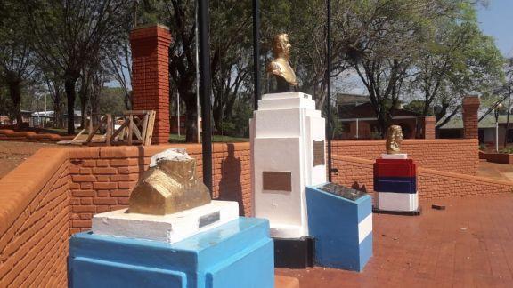 Vandalizan el busto de un prócer en la plaza central de Puerto Libertad