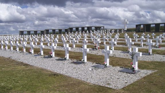 Identifican los restos de seis soldados argentinos inhumados en las Islas Malvinas
