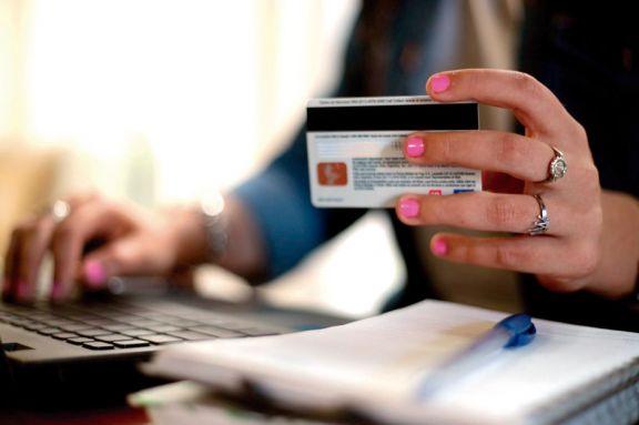 Crece el endeudamiento de familias por compras de alimentos con tarjeta