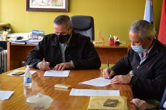 La firma del convenio en el Ministerio de Ecología para incorporar más reservas