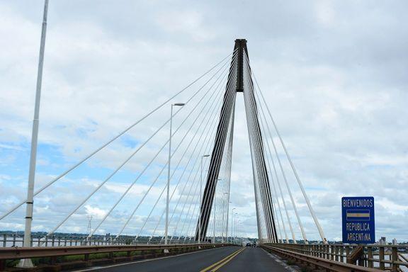 El puente que une Encarnación y Posadas se encuentra bloqueado tras declararse la pandemia en marzo 2020