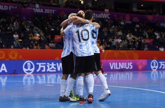 Argentina superó a Serbia y se metió en octavos del Mundial de futsal