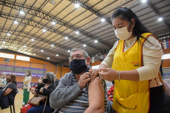Nación eliminó el lapso de catorce días entre la vacuna anticovid y las demás