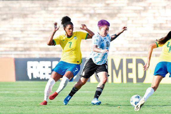 Yamila llevó la 10, pero Argentina perdió el clásico