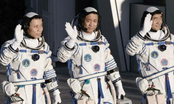 Astronautas chinos regresaron a la Tierra tras misión espacial récord de 90 días