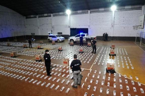 Cayó un auto robado con 1200 cartones de cigarrillos sin aval aduanero en El Alcázar