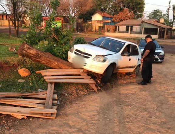 Ingresaron a su vivienda le robaron el auto y lo abandonaron tras un despiste: hay un detenido