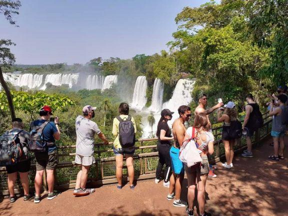 Cataratas recibió casi 4 mil turistas este sábado