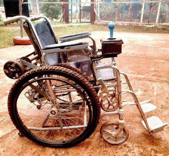 Alumnos incorporaron un joystick a una silla de ruedas