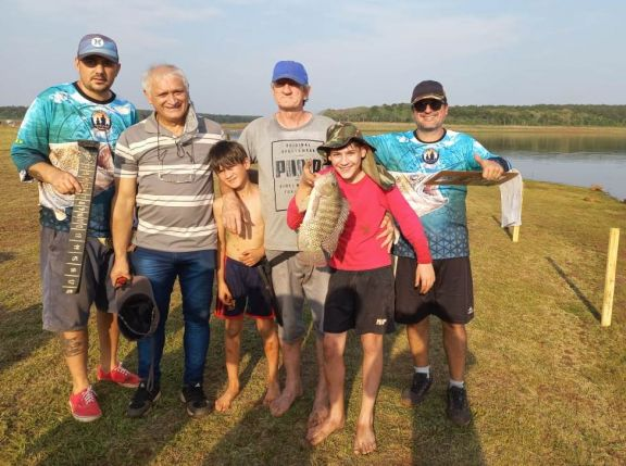 Puerto Libertad: exitoso certamen de pesca en el lago Uruguaí