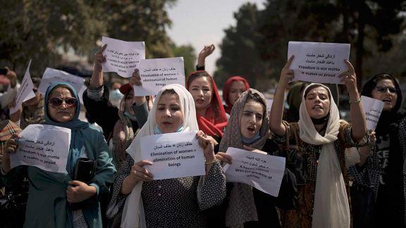 Afganistán: mujeres volvieron a protestar contra talibanes