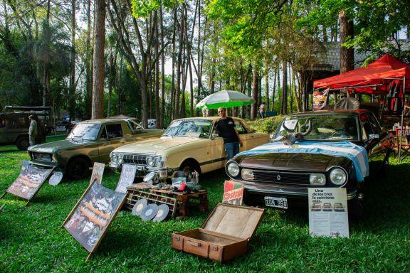 Exitoso encuentro de autos clásicos en Oberá