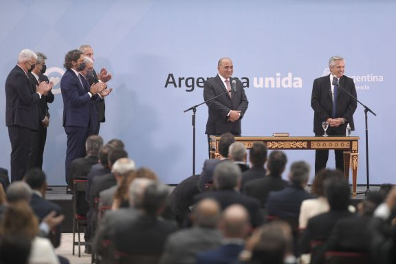 Alberto Fernández le agradeció a los ministros salientes y le tomó juramento a los nuevos