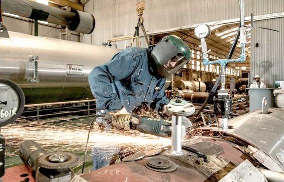 La industria creció en agosto 13,8% interanual y la construcción marcó una mejora de 22,7%