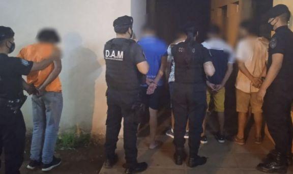 Detuvieron a cinco hombres que le robaron a otro tras amenazarlo con un cuchillo en Posadas