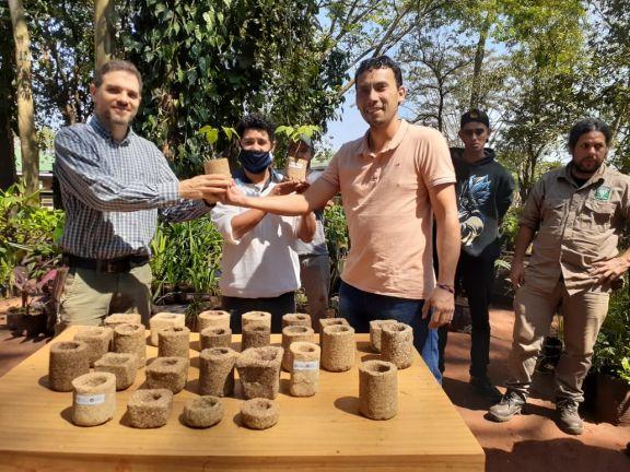 Entregaron planteras fabricadas con yerba usada al vivero de Iguazú