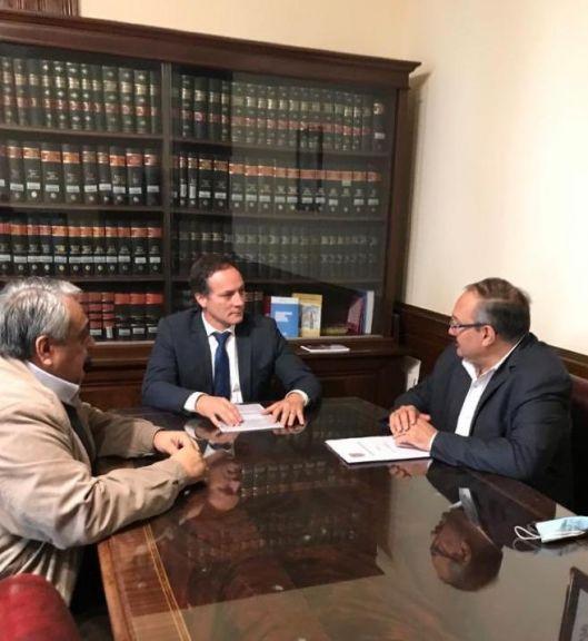 Reunión por la problemática del tabaco entre los Senadores Espínola de Corrientes y Leavy de Salta