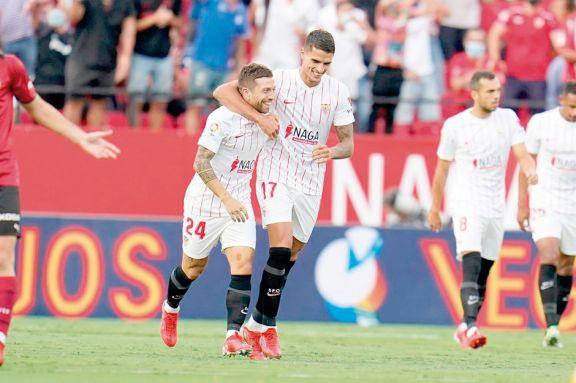 Papu Gómez abrió el camino de la victoria de Sevilla ante Valencia