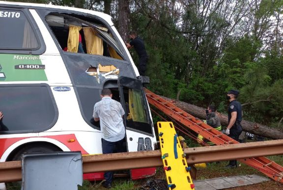 Son 3 las personas que continúan internadas tras el accidente de un colectivo en Gobernador Roca