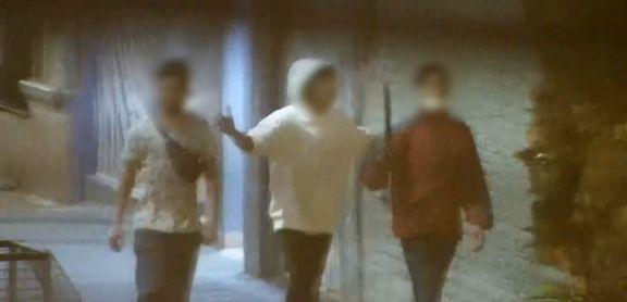 Golpearon a un comerciante y escaparon con el celular