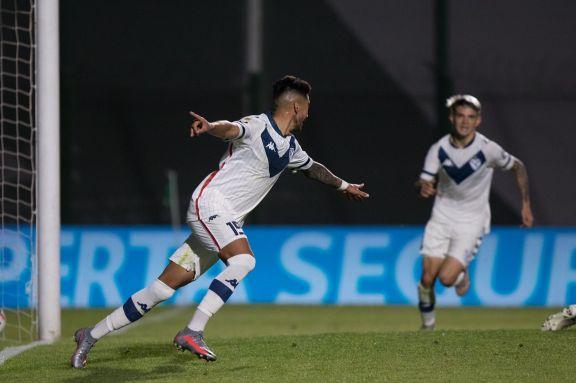 En el primer partido de la fecha, Vélez venció a Sarmiento y escala posiciones
