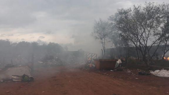 Malestar por quema de basura en el barrio Altos del Paraná