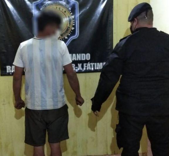 Merodeaba en los domicilios del barrio Fátima, intentó atacar a los policías con un cuchillo y fue detenido