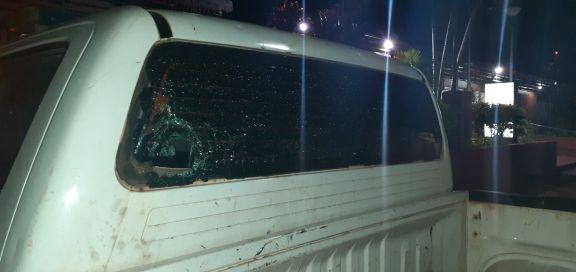 Atacaron a piedrazos y botellazos a policías que intervinieron en una fiesta clandestina