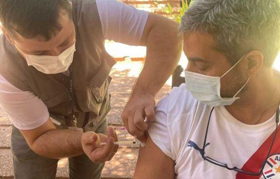 En Paraguay saldrán a vacunar casa por casa