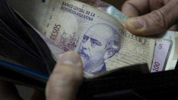 El Gobierno oficializó el aumento del Salario Mínimo