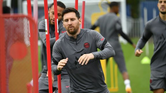 Messi entrenó a la par del grupo en PSG  y podría jugar contra el Manchester City