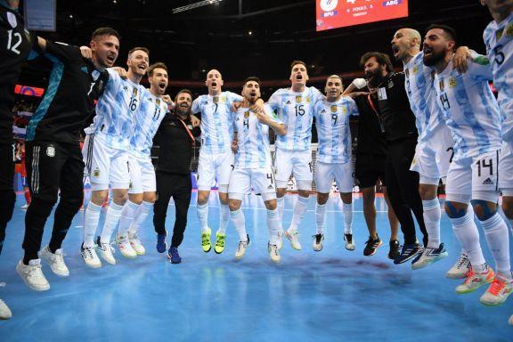 El seleccionado argentino de futsal enfrenta a Brasil en busca de una nueva final mundialista