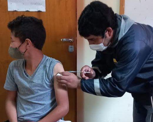 Con salidas a escuelas, insisten con la importancia de vacunarse ante la flexibilización de actividades