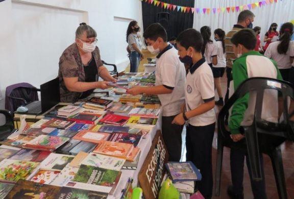 Se desarrolla la II edición de la Feria del Libro en el Salón de Cultura Municipal de Puerto Libertad