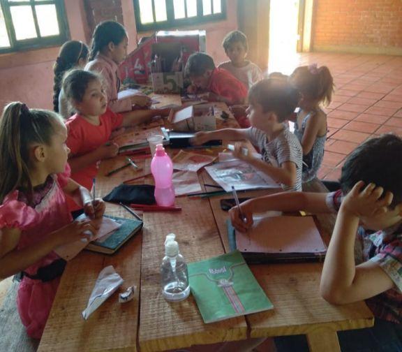 Fortalecen el aprendizaje con clases de apoyo en el merendero de colonia Alegría