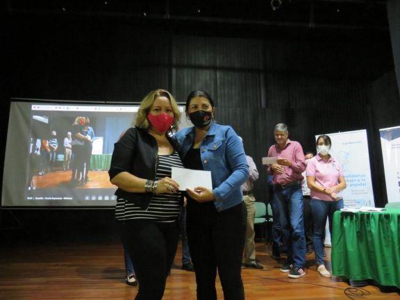 Emprendedores recibieron microcréditos en Puerto Esperanza.