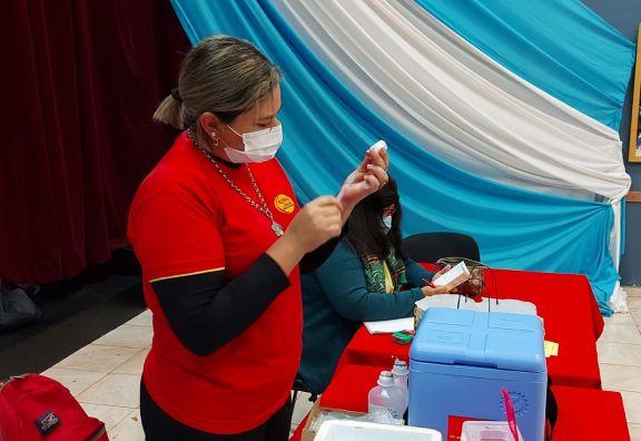 Convocan a más de una veintena de jóvenes para completar la vacunación en Pipó