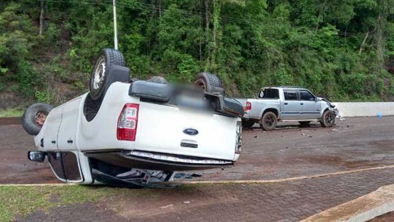 Contrabandista despistó y volcó con camioneta robada a fletero