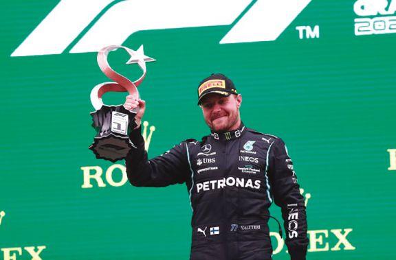 Bottas se impuso en el GP de Turquía y Verstappen recuperó liderazgo de la F1