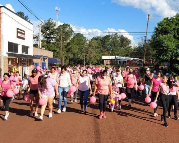 Lucha contra el cáncer de mama: Santo Pipó se tiñó de rosa