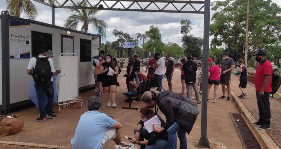 Solicitaron a Nación que elimine la exigencia de PCR negativo a los brasileños
